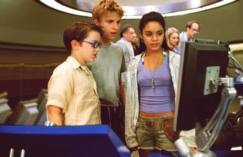 I like to think that Hudgens character here is the spawn of Franco's Alien.
