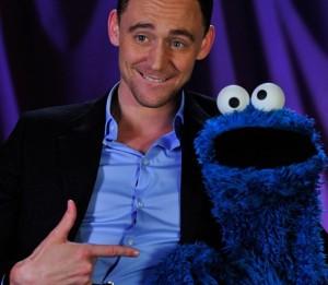 hiddleston-cookie-monster-07aug13-02