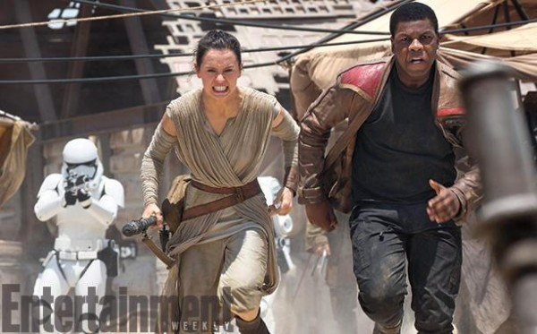 Star-Wars-The-Force-Awakens-Finn-and-Rey